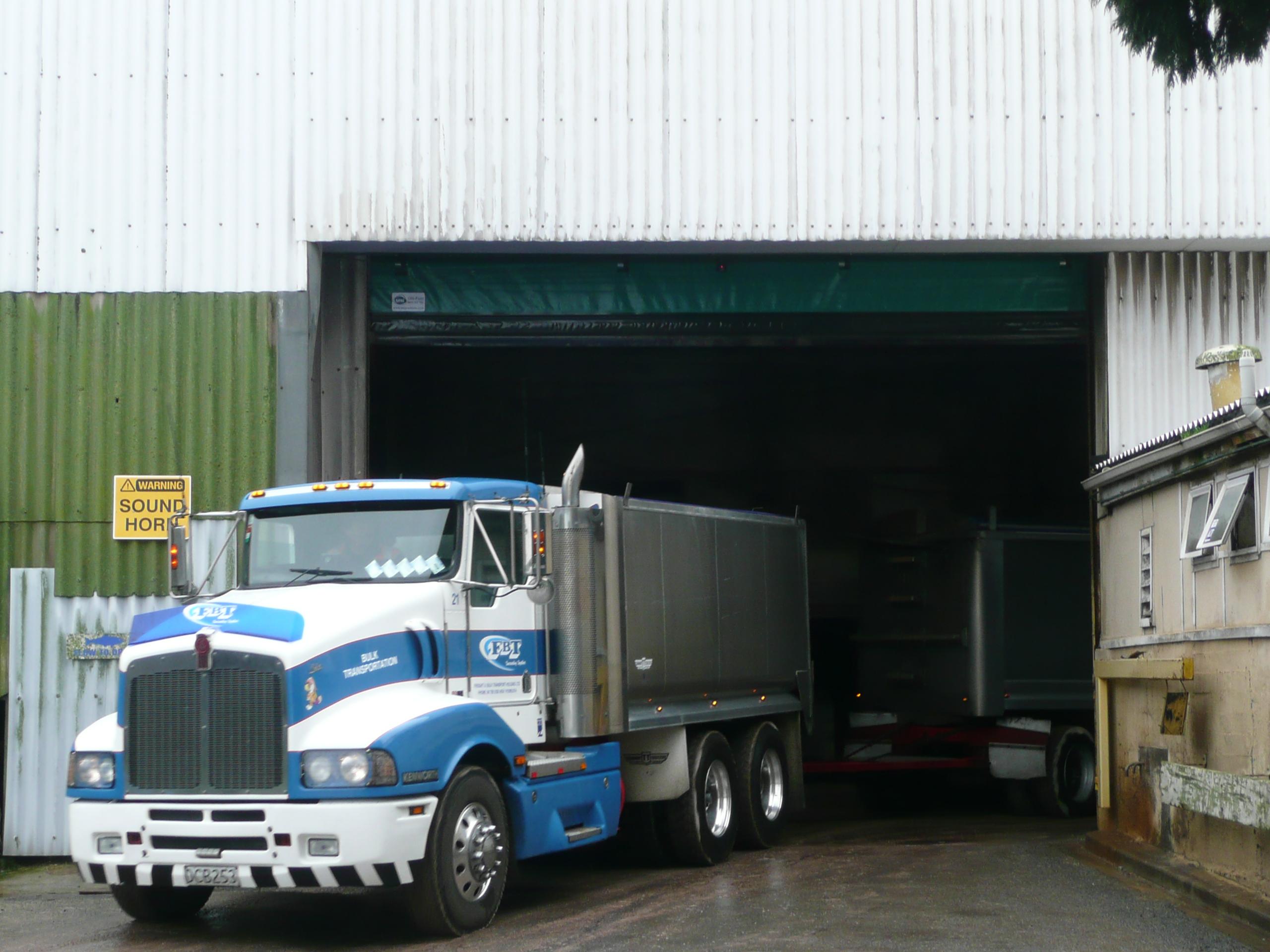 Ulti Fold Rapid Acting Door - Ravensdown Fertilizer Depot (3)